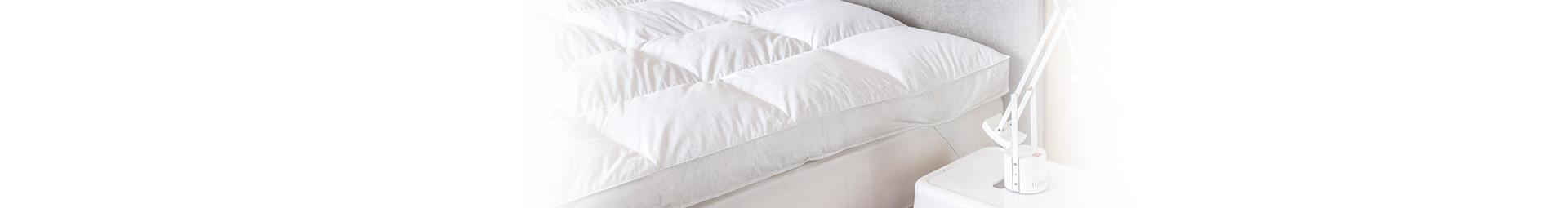 Firm mattress topper with 1650g/m² of feathers and natural down filling, Firm mattress topper to stabilize the body - Pyrenex