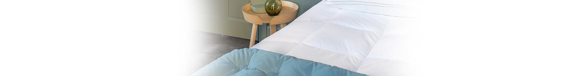 Jetés de lit en plumes et duvet naturel, Jetés de lit en lin made in France - Pyrenex